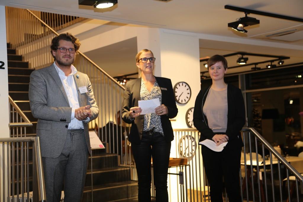 Christoph Buchmann (Pablo & Paul), Michaela Pothmann (BoConcept München) und Elisabeth Pilhofer (Pablo & Paul) eröffneten die Vernissage